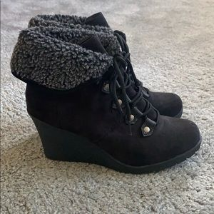 MOVING MUST GO Black wedge booties